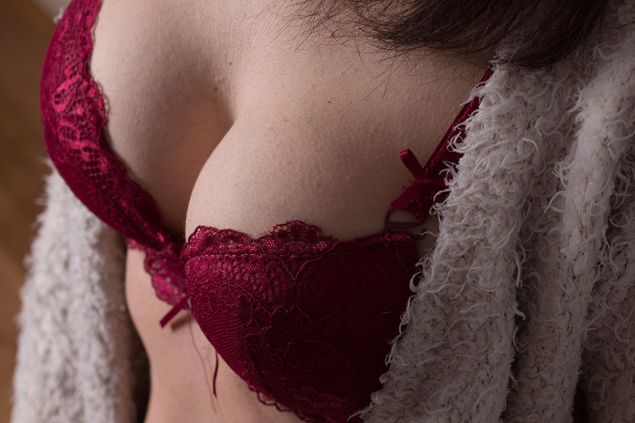 女性の胸部